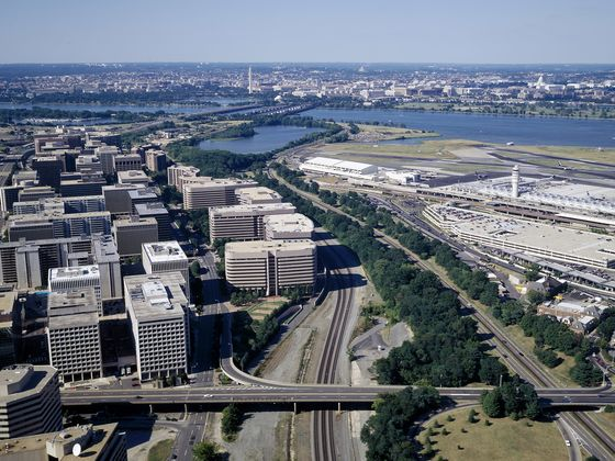Amazon Close to Agreements forHQ2 in New York, Northern Virginia