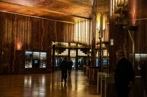 Chrysler Building Owner Lands His Trophy, Now Faces Rising Costs