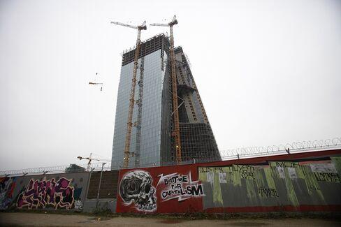 Frankfurt Turns Offices to Homes as Older Buildings Lose Appeal