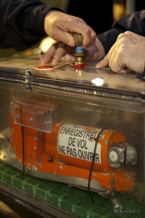 Air France Crash Investigators Retrieve Second Black Box