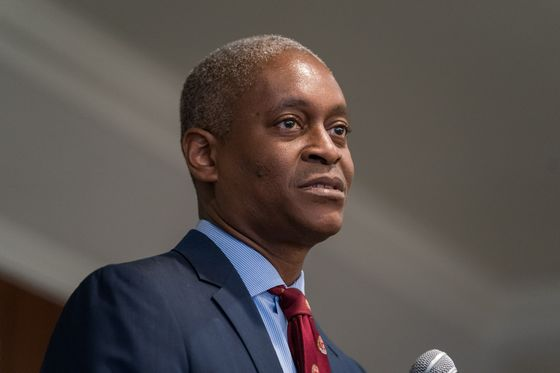 Fed's Bostic Says Labor Market Crisis, Not GDP, Is Focus of Fed