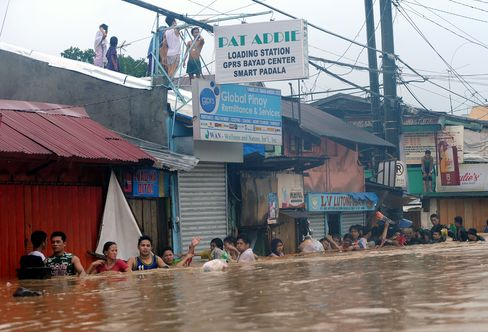 Philippine Offices Reopen as Fifth of Manila Remains Submerged