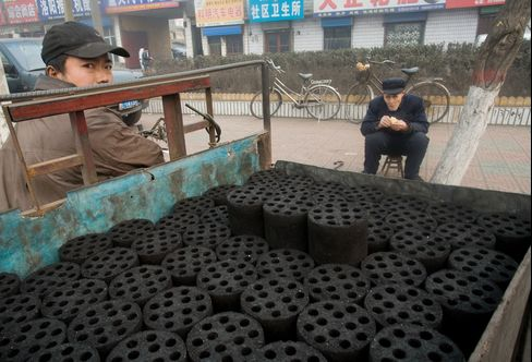 Burning Heating Coal Cuts Lives by 5 Years in China, Study Finds