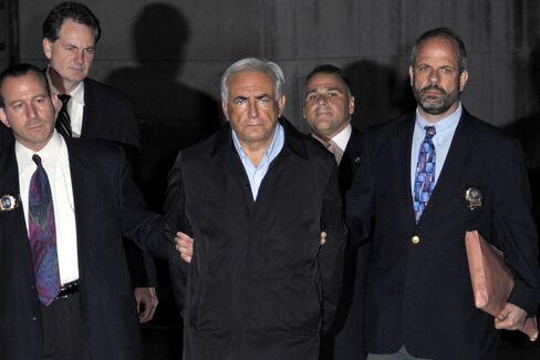 Strauss-Kahn 'Perp Walk,' Naming Victim Divide France, U.S.