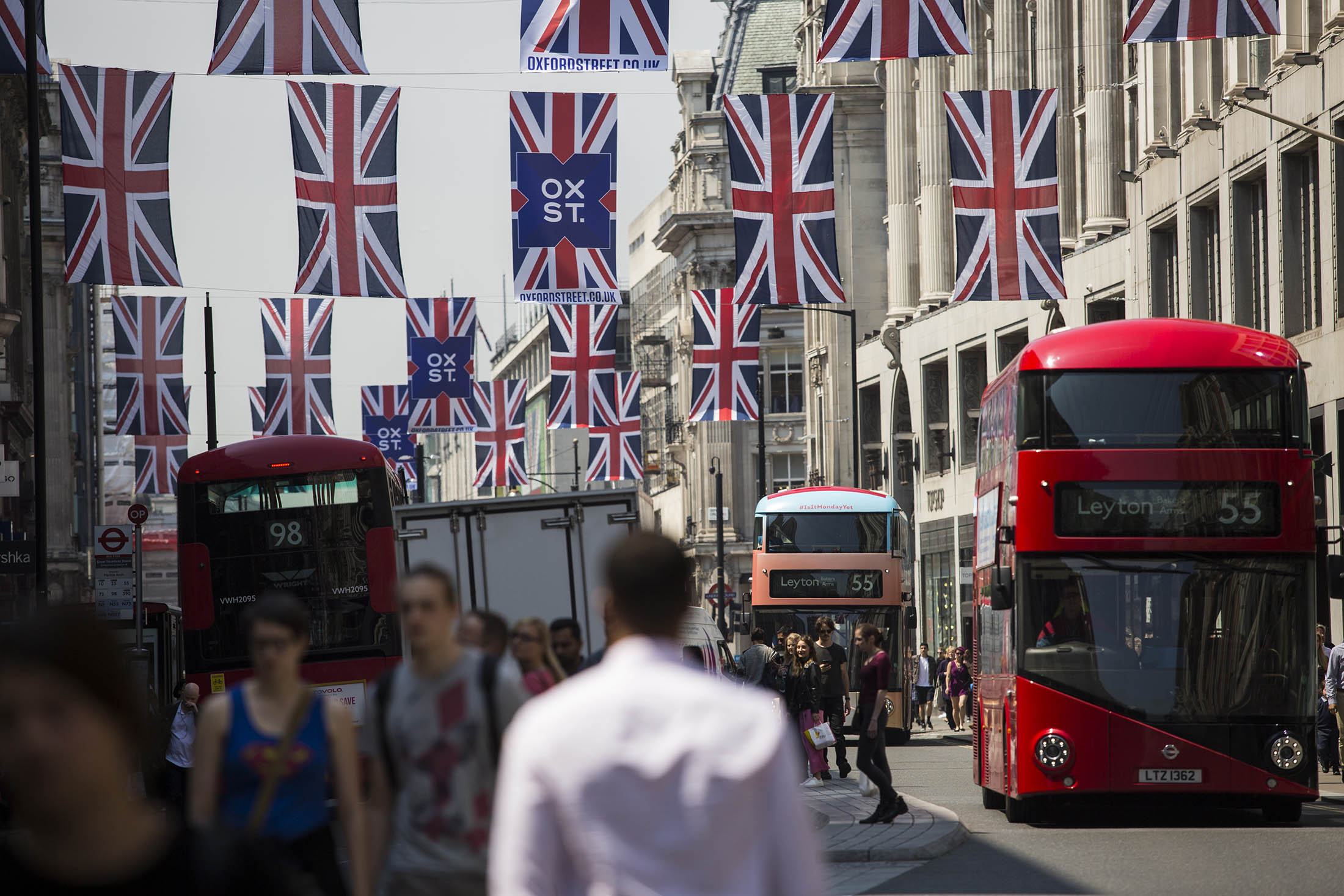 U.K. Business Expectations Fall 'Off a Cliff' After Brexit Vote