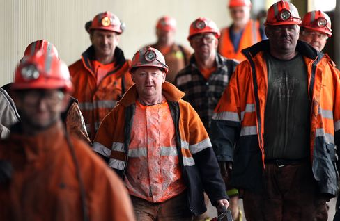 Australia Adds 14,000 Jobs as Unemployment Falls to 5.2%
