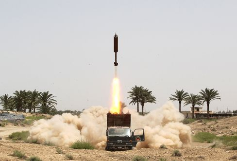 Iraqi pro-government forces and Shiite fighters from the Popular Mobilisation units fire rockets from the village of al-Azraqiyah towards Islamic State (IS) group positions in the city of Fallujah, on June 4, 2016.