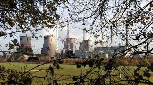 A coal fired power station in Ferrybridge, U.K.