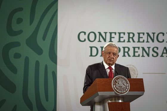 AMLO Backs Banxico Inflation Fight Opposed by Two Appointees