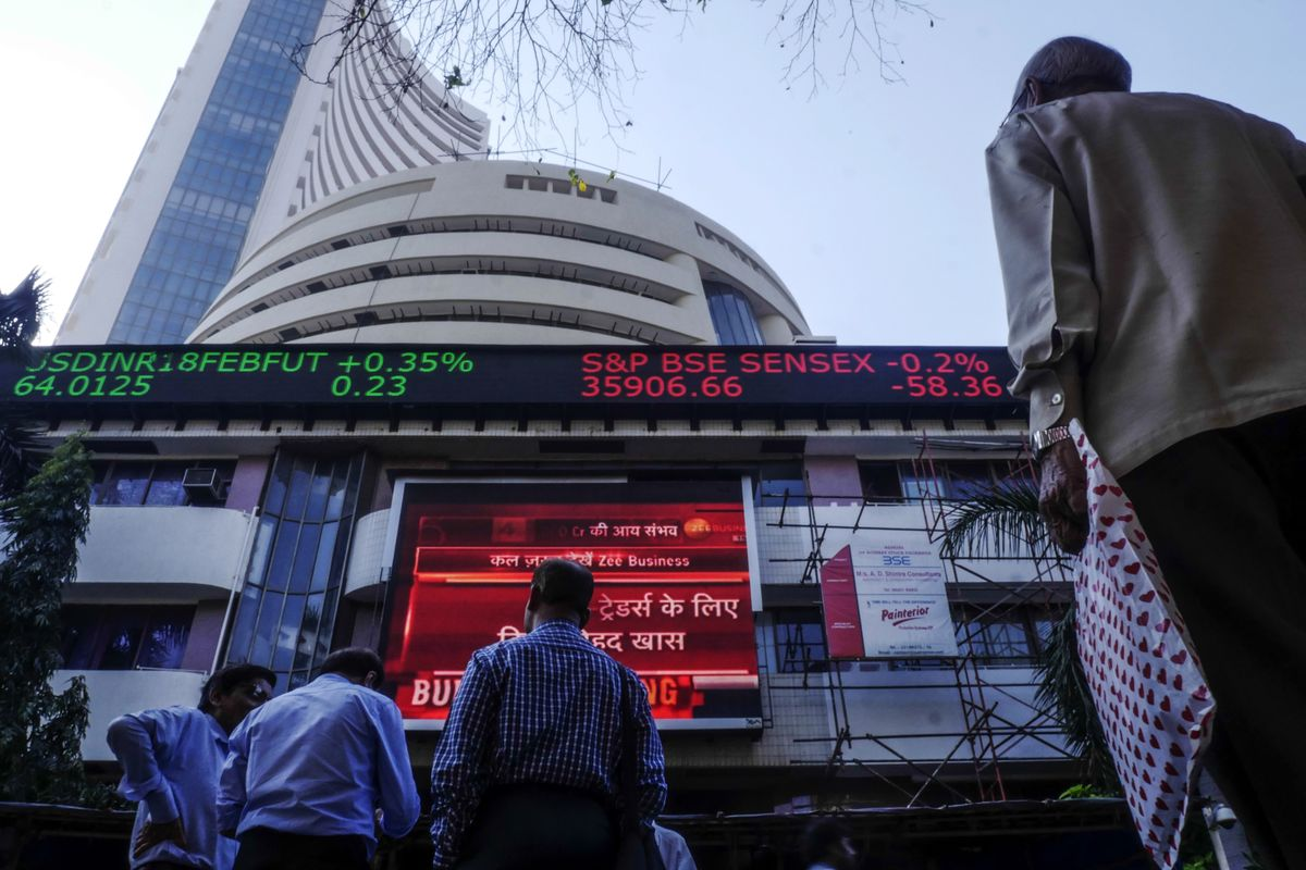Indian Stocks Fall for Second Day Amid Earnings and Elections