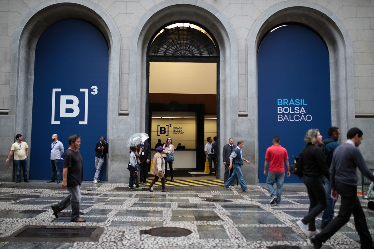 Brazil's Sole Traded Jeweler Gains in Debut