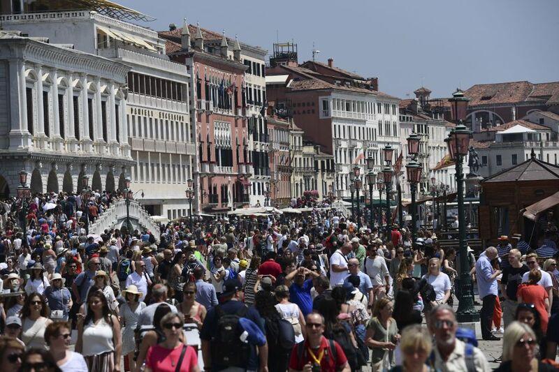 Ο τουρισμός καταβροχθίζει τον κόσμο