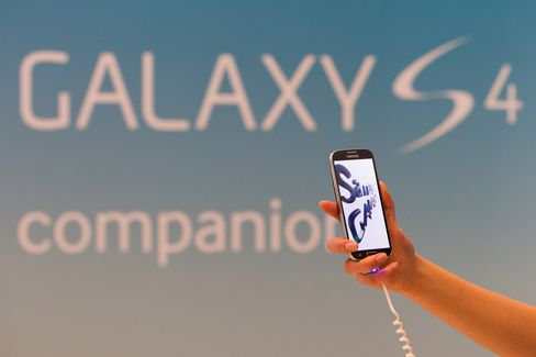 Samsung Sold a Third of Smartphones as IPhone Growth Hits Low
