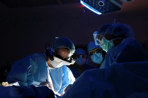 These High-Tech Surgery Goggles Can Spot Glowing Cancer Cells