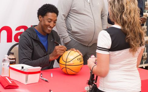 Scottie Pippen signs autographs at the Kmart store in Des Plaines, Ill., on Aug. 27, 2016.