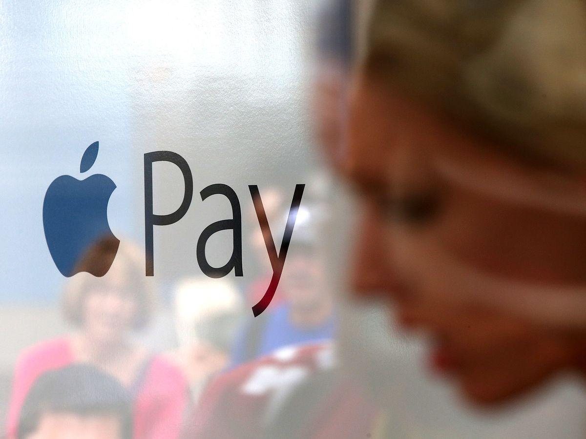 Apple, Google Payment Services Risk Squeezing Out Banks, French Watchdog Warns