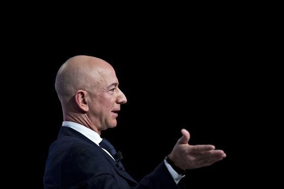 National Enquirer's Hedge-Fund Owner Dragged Into Fight With Bezos