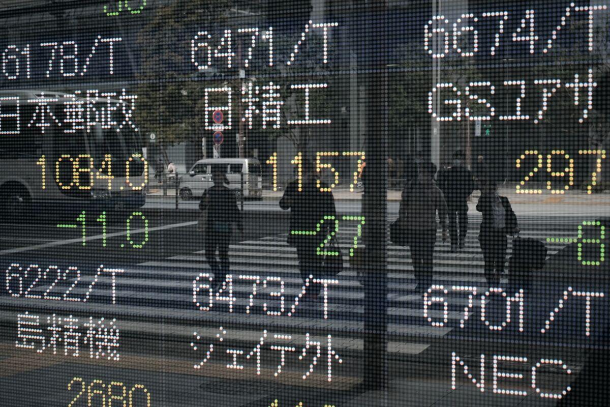 Stocks Waver as Growth Concerns Bolster Treasuries: Markets Wrap