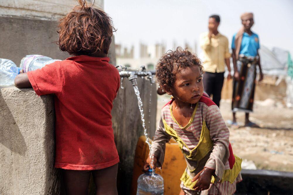 how saudis turned yemen war into humanitarian crisis quicktake