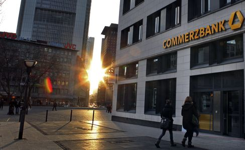 Commerzbank Posts Second Straight Quarterly Loss on Staff Cuts