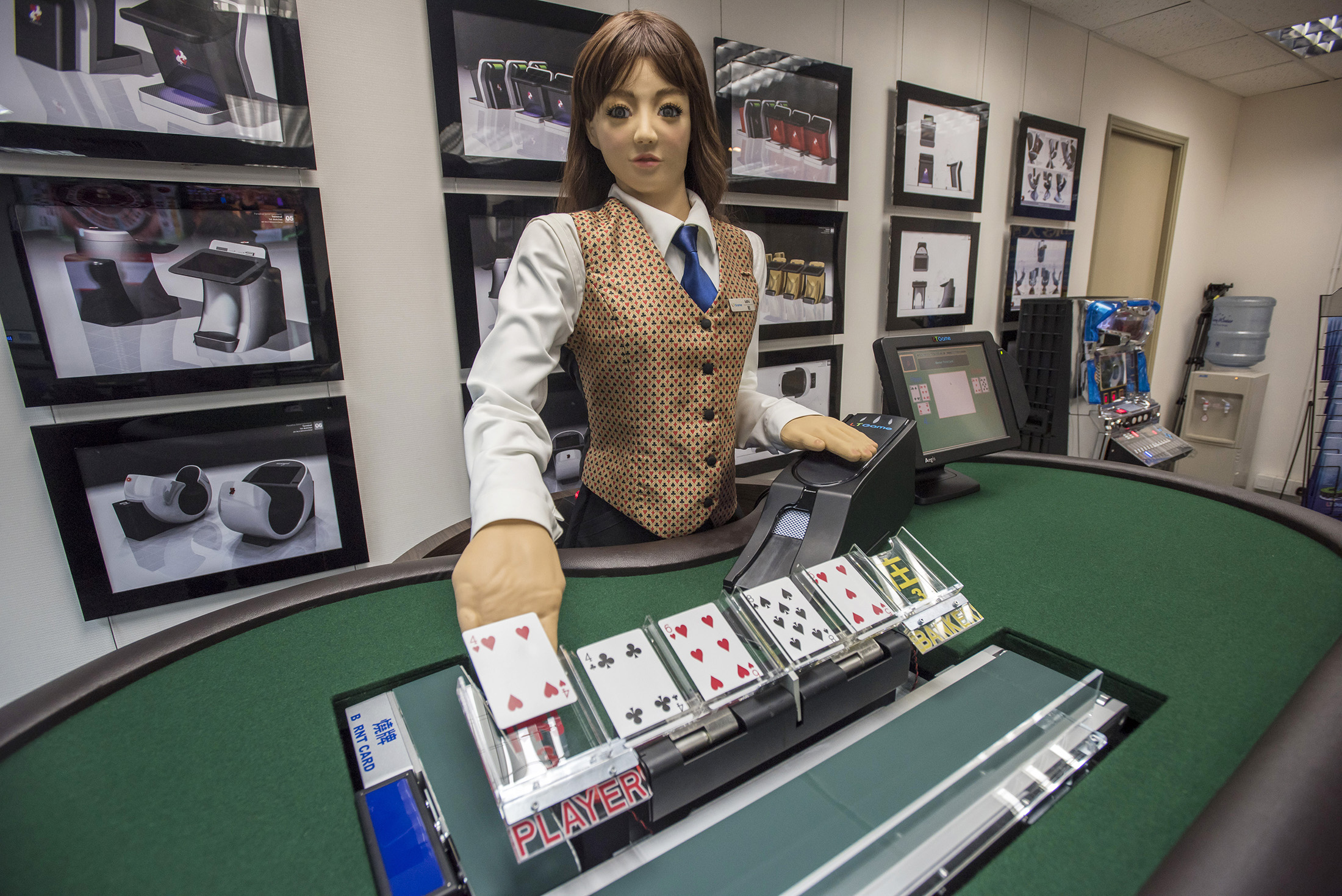 Casino card dealing at casino rama in