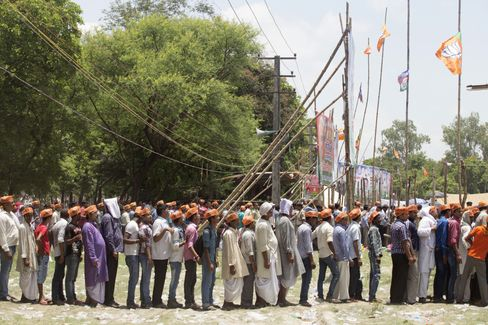 Supporters wait in long queues to enter a rally ground to hear the address of Prime Minister Narendra Modi at a BJP election rally in Muzaffarpur, Bihar. Photographer: Prashanth Vishwanathan/Bloomberg