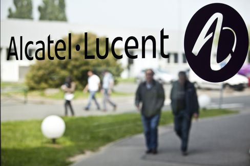 Alcatel-Lucent Beats Estimates as Qualcomm to Buy Stake