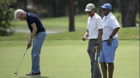 US President Barack Obama (C) and Ron Kirk (R) talk as former US President Bill Clinton putts while golfing at Farm Neck Golf Club August 15, 2015 in Oak Bluffs, Massachusetts on Martha's Vineyard.