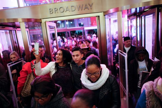 Retailers Brace for a Black Friday Without Crowds