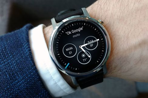 The Moto 360 is a smartwatch that actually looks and feels like a watch.
