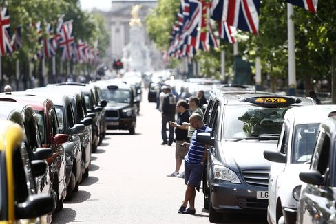 Uber Drivers Face U.K. Criminal Case as Cabbies Try to Block App