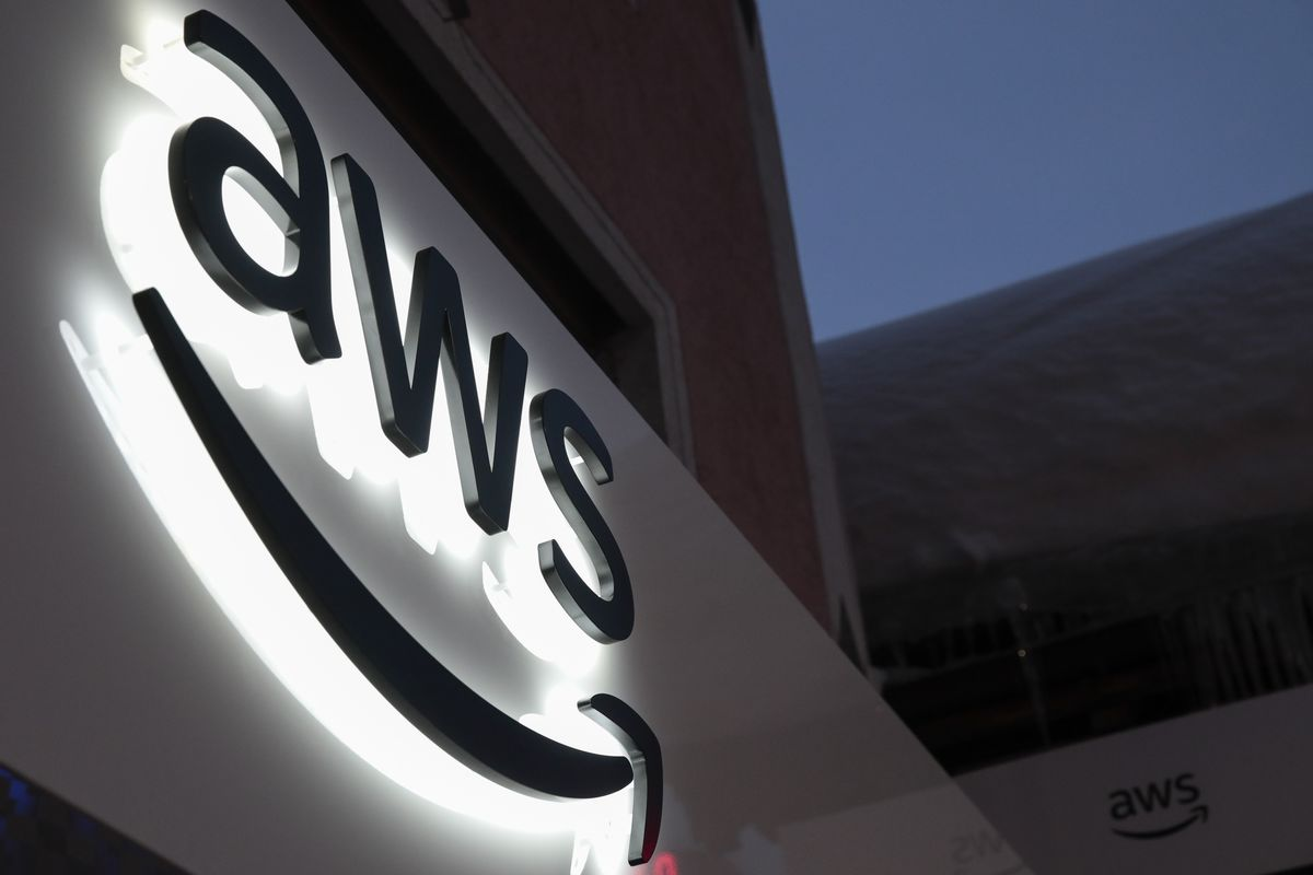 Amazon Aims at Cloud Rivals With Smaller Data Centers, New Chips