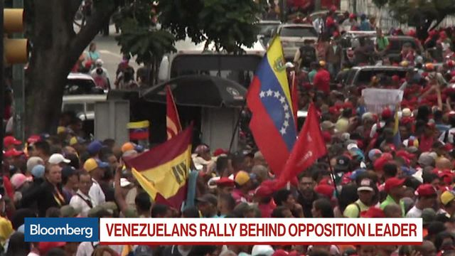 Maduro Squeezed as Trump Recognizes Guaido and Protests Expand