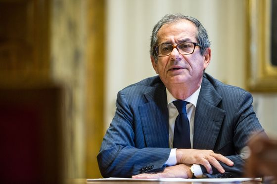 Tria Says Italian Government Would Intervene in a Banking Crisis
