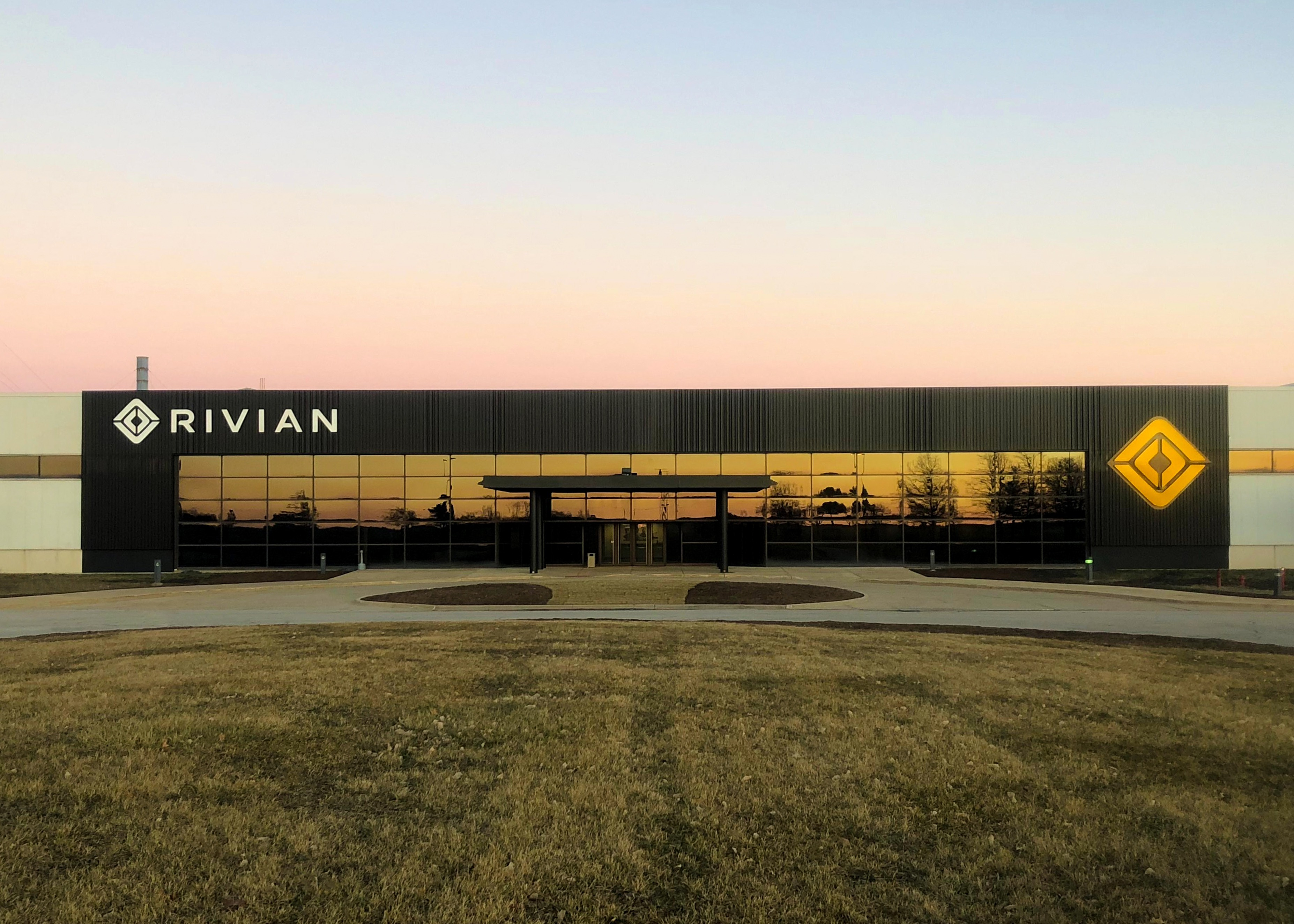 relates to Rivian's Tesla Alums Lead Charge as Debut Nears for First Three EVs