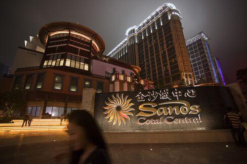 Macau Labor Shortage Seen as Hurdle for Casino Expansion