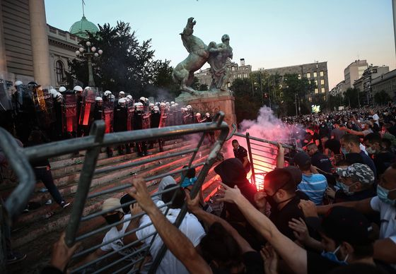 Anti-Government Protesters Defy Serb Ban With Peaceful Rally