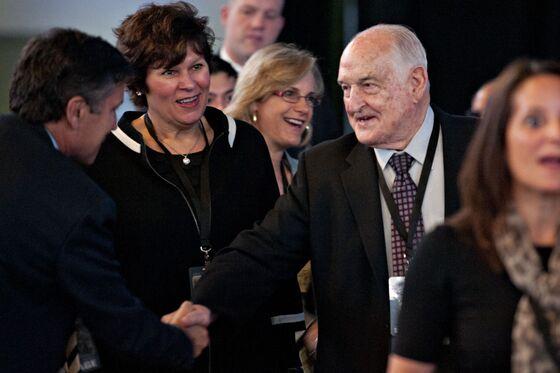 Walter Scott, Buffett's Friend and Business Partner, Dies at 90
