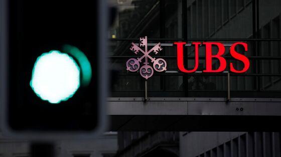UBS Dangles $40,000 Bonuses to Slow Junior Banker Defections