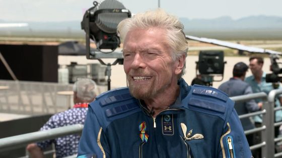 Musk-Branson Bromance on Full Display for Virgin Galactic Flight