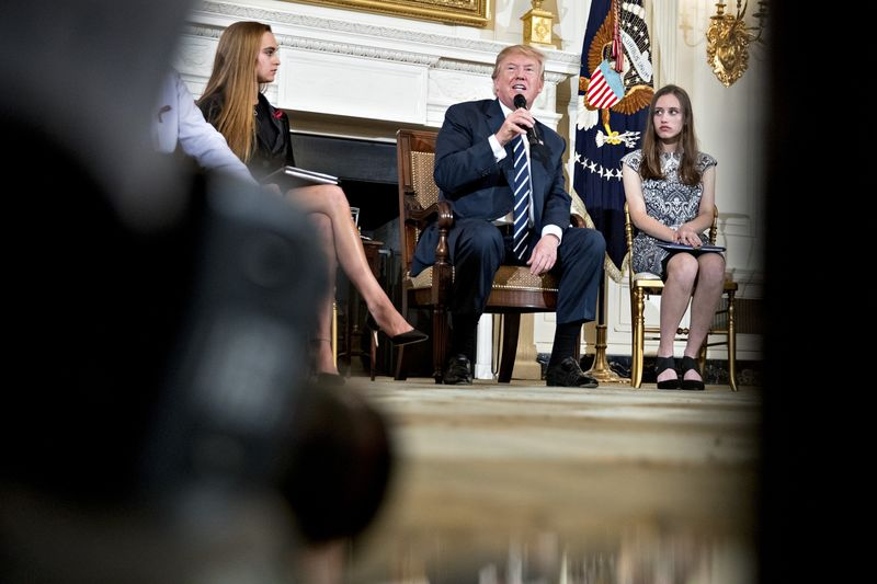 Trump Suggests Bonuses for Gun-Trained Teachers, Praises the NRA – Trending Stuff