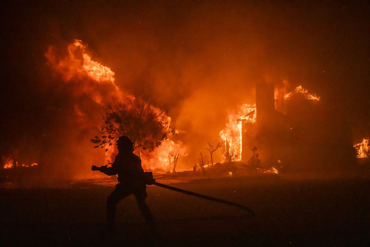 Fire in California Wine Country Expands as Thousands Flee