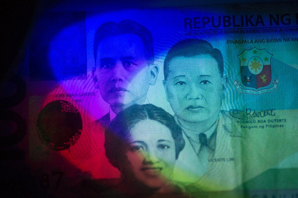 Philippine Peso's Gains May Vanish as Duterte Ramps Up Spending