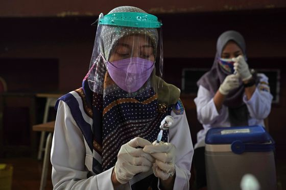 Delta's Spread to Indonesia's Outer Islands Spurs Vaccine Rush