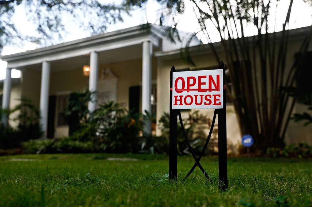 Terrific Miami Tops U S In Home Price Cuts As Florida Markets Cool Home Interior And Landscaping Elinuenasavecom