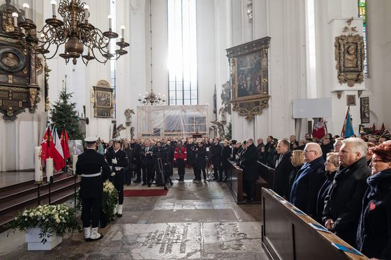 Tusk, Duda Join Mourners at Funeral of Gdansk's Murdered Mayor