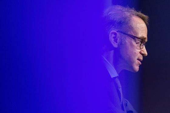 ECB Shouldn't Wait Too Long to Normalize Policy, Weidmann Says
