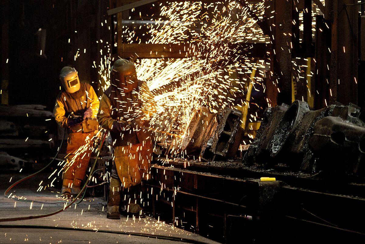 Biggest U.S. Steelmaker's Profit Wanes as Auto Demand Weakens