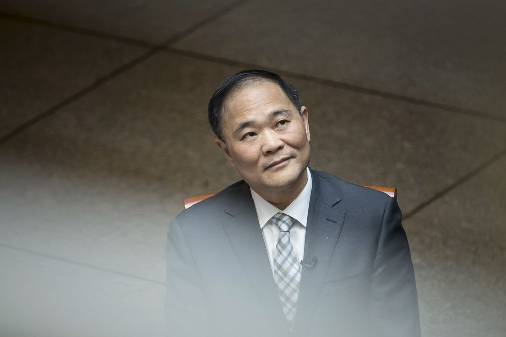 Chinese Car Billionaire Li Sets Sights on 'Supersonic' Trains