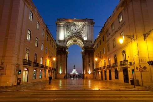 Portugal Town Halls Face Default on Debt Without Aid